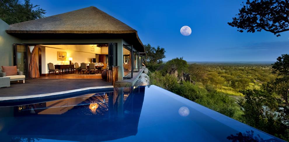 Infinity-pool-and-full-moon-at-Bilila-Lodge-Kempinski-in-Tanzanias-Serengeti-National-Park